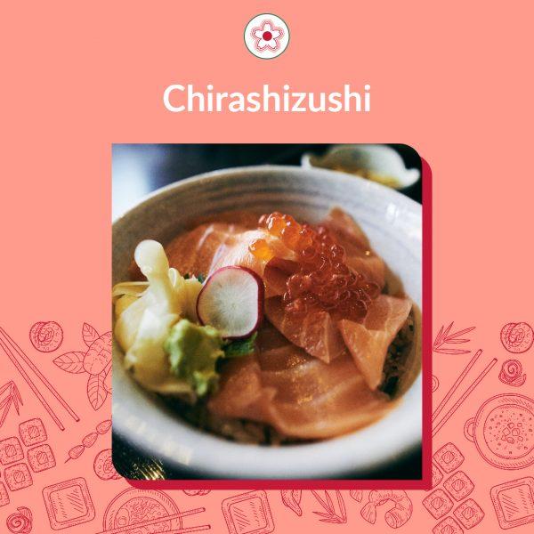 Tipos de sushi - parte 2: Chirashizushi, é um tipo de sushi que todo mundo pode fazer. Os ingredientes que vem por cima do arroz, são os peixes e legumes como pepino, renkon, ovas etc. Lembrando que o peixe é cortado como sashimi e os ingredientes, cortes transversais, para ser um chirashizushi tradicional. Não confunda com poke, prato havaiano que tem a mesma proposta, só que com tudo cortado em cubinhos.